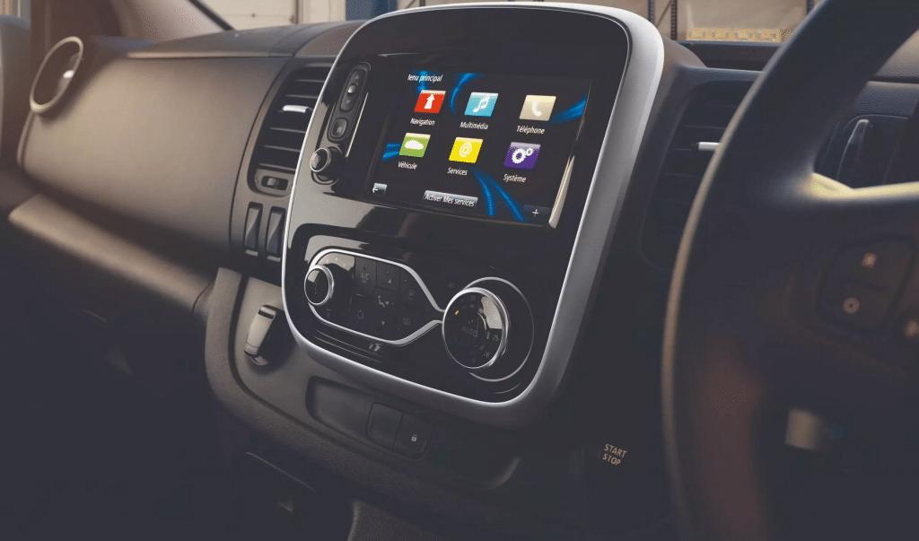 Renault-Trafic-Minibus-Multimedia
