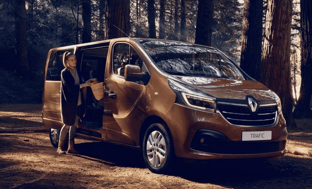 Renault-Trafic-Minibus-Sport-
